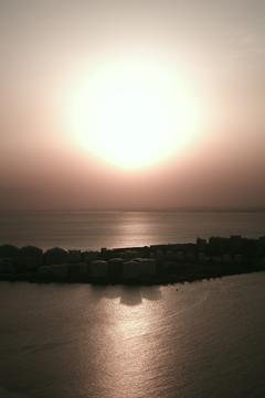 東京湾に日が沈む