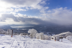 田沢湖望むゲレンデ