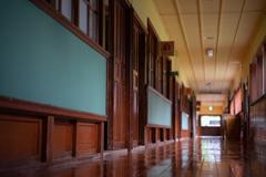 木造校舎の廊下