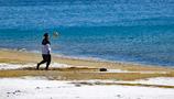 砂浜 雪 青い海 リフティング