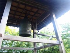 静寂の中の鐘