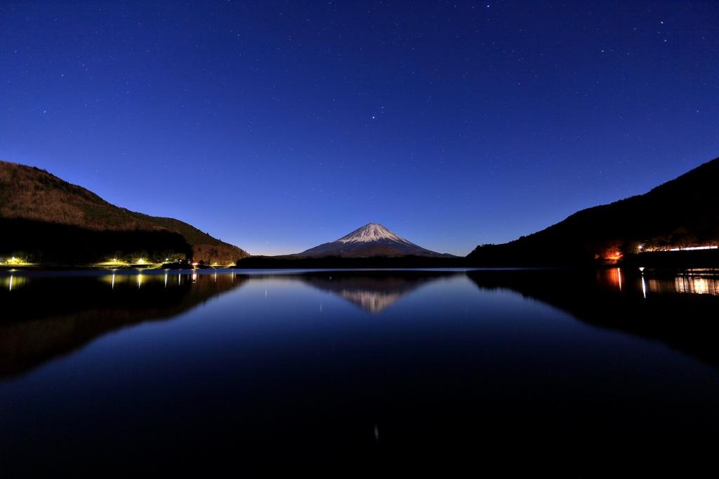 月夜の精進湖