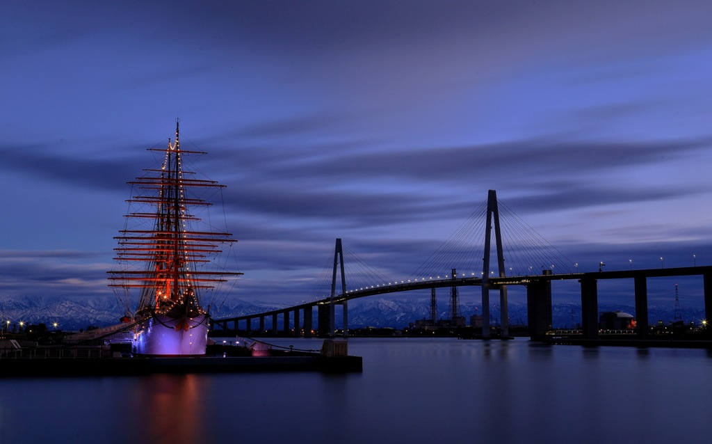 夕暮れの海王丸パーク