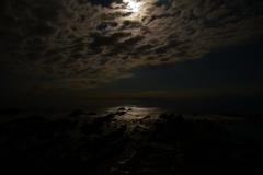 鈍色(にびいろ)の海