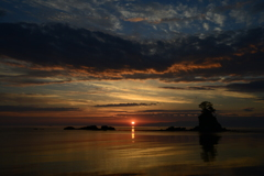 明ける雨晴海岸