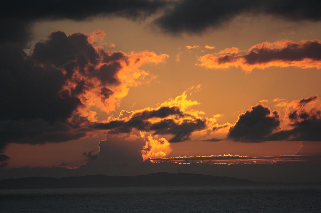 沖縄の夕雲