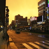 台風の日の黄色い空