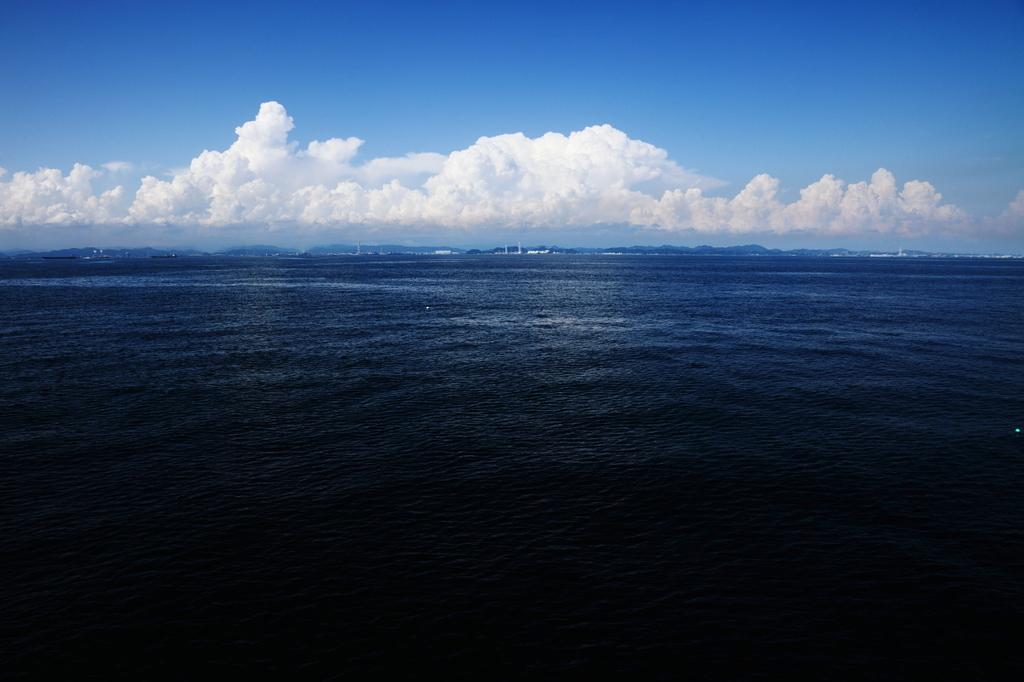 海と空と夏の雲
