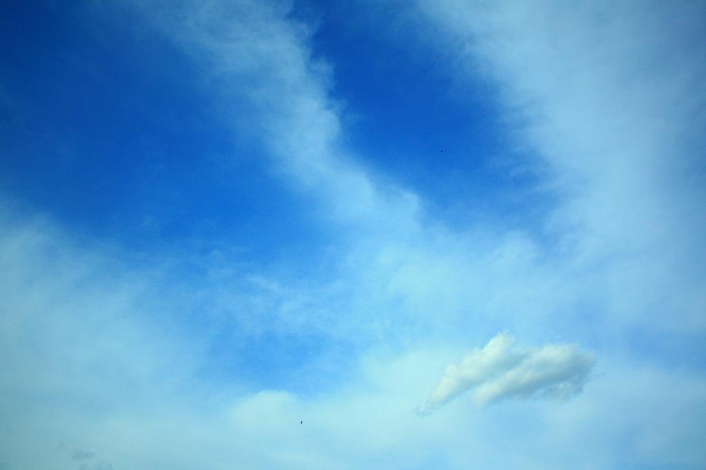 寄り添う雲