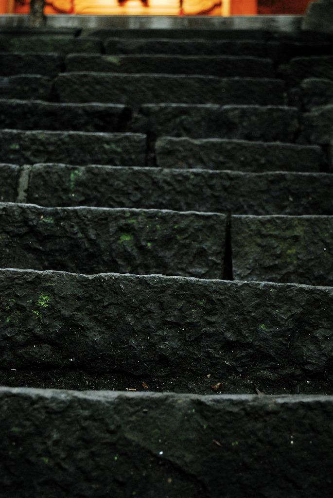 下界と本殿を繋ぐ階段