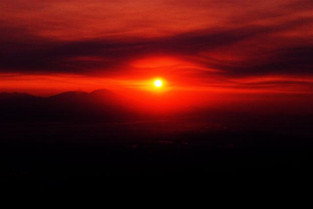 日はまた昇る