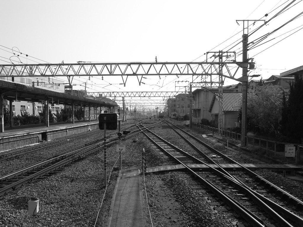 電車を待っている間に…