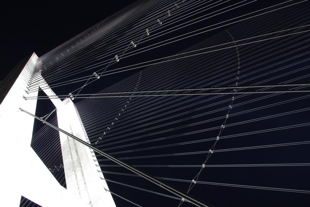 秩父公園橋 ハープの弦3