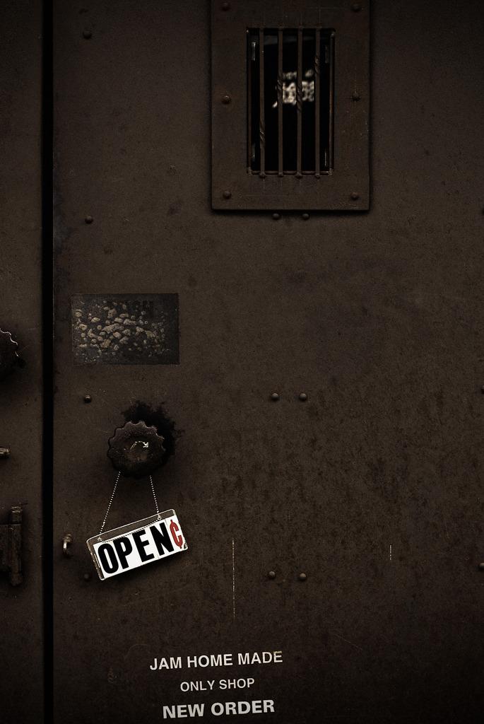暗いドア・OPEN