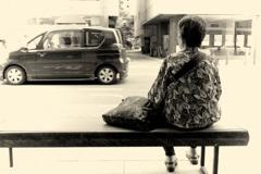 ひとり待つバス
