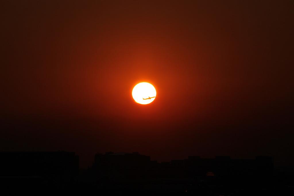 太陽を横切る1