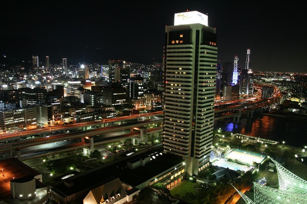 阪神高速とホテルオークラ神戸