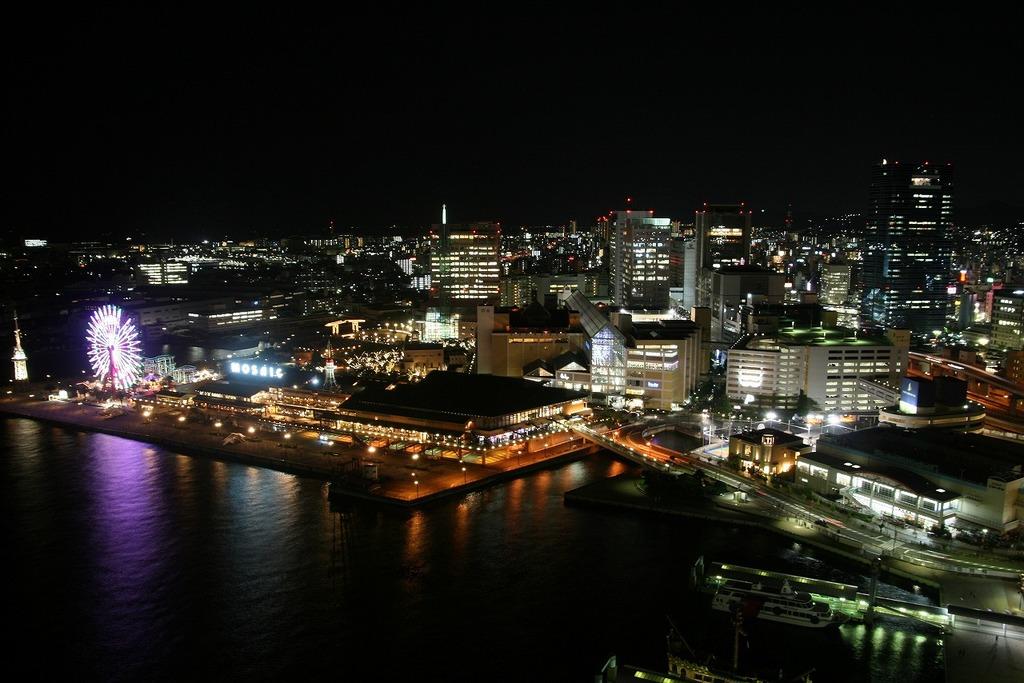 神戸ハーバーランドを望む
