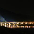 PENTAX PENTAX K20Dで撮影した風景(灯りの橋)の写真(画像)