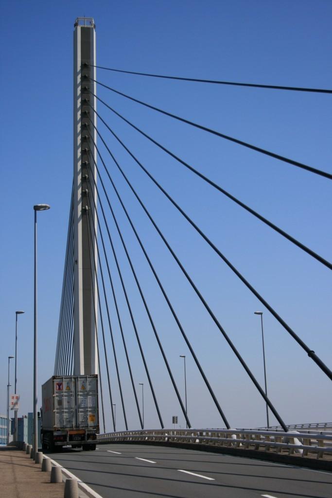 南本牧大橋1