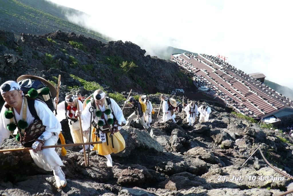 富士山アタック黒鳥隊。100723-163303