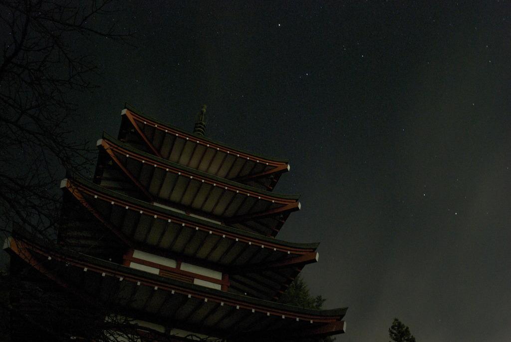 夜に浮かぶ塔