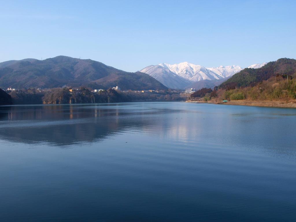 湖の静けさに惹かれて