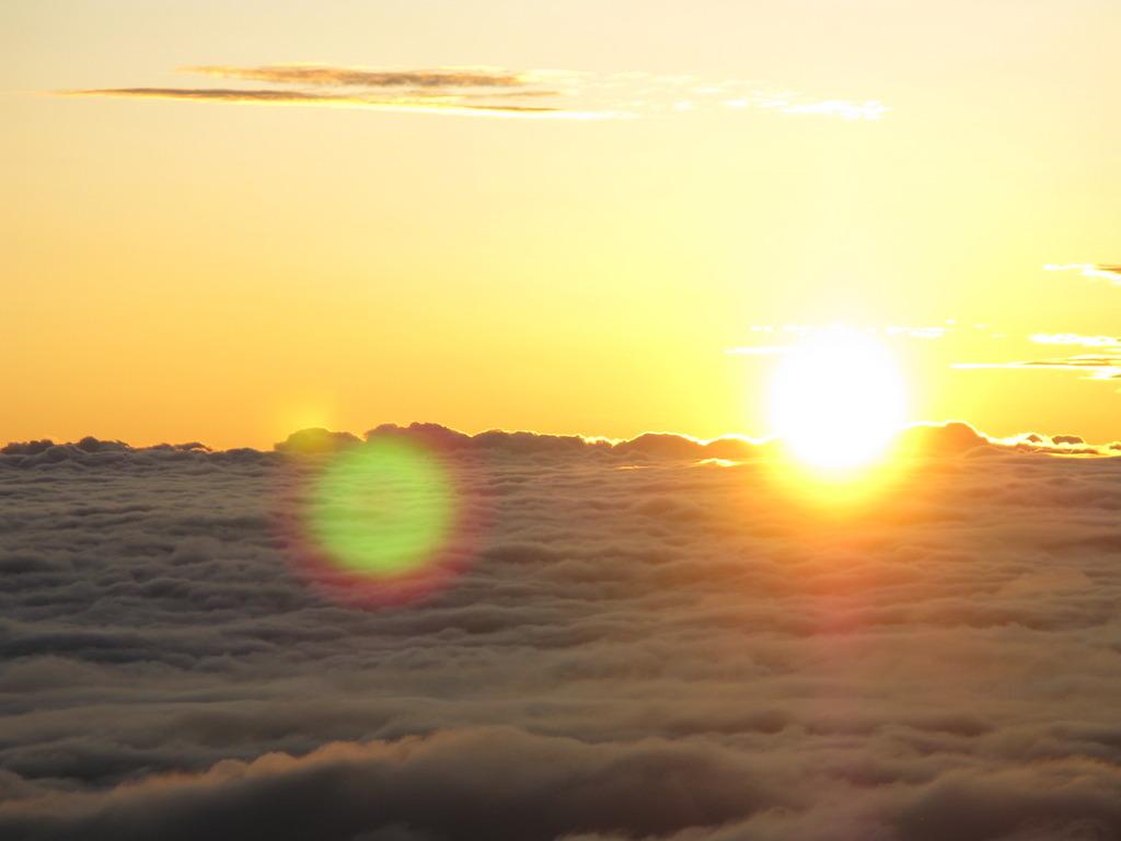 北アルプス燕岳山頂から見る日の出①
