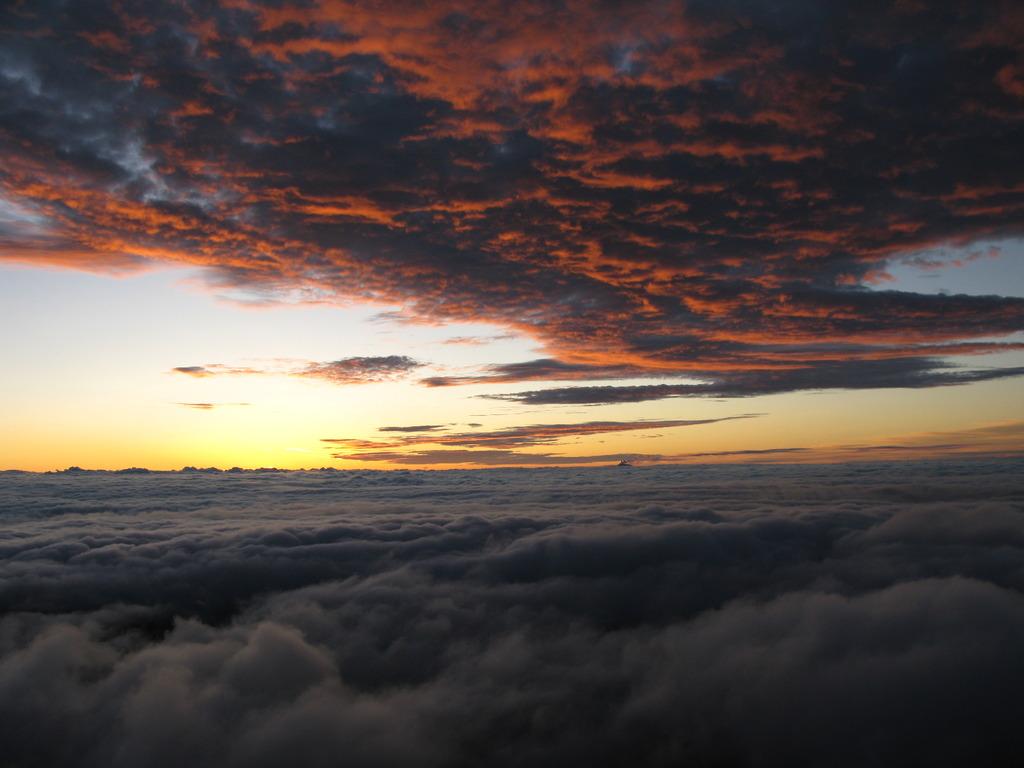 北アルプス燕岳山頂から 夏の朝②