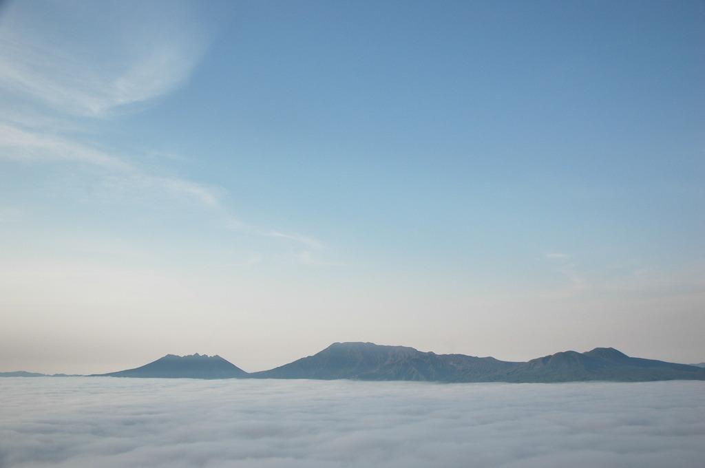 雲に浮かぶ涅槃像