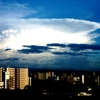 ビル群と積乱雲