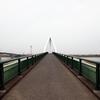 河口をまたぐ歩道橋