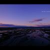 夕暮れの海岸。
