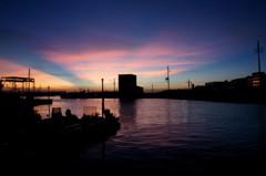 港の夕暮れ。