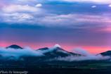 山に絡む雲