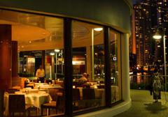 開店直後のレストラン