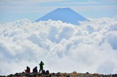 間ノ岳から望む富士山