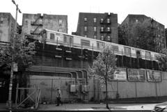 地下鉄沿線、球場まで徒歩一分