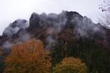 霧まく妙義山