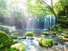 光芒と鍋ヶ滝