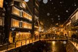 銀山に降る雪の華