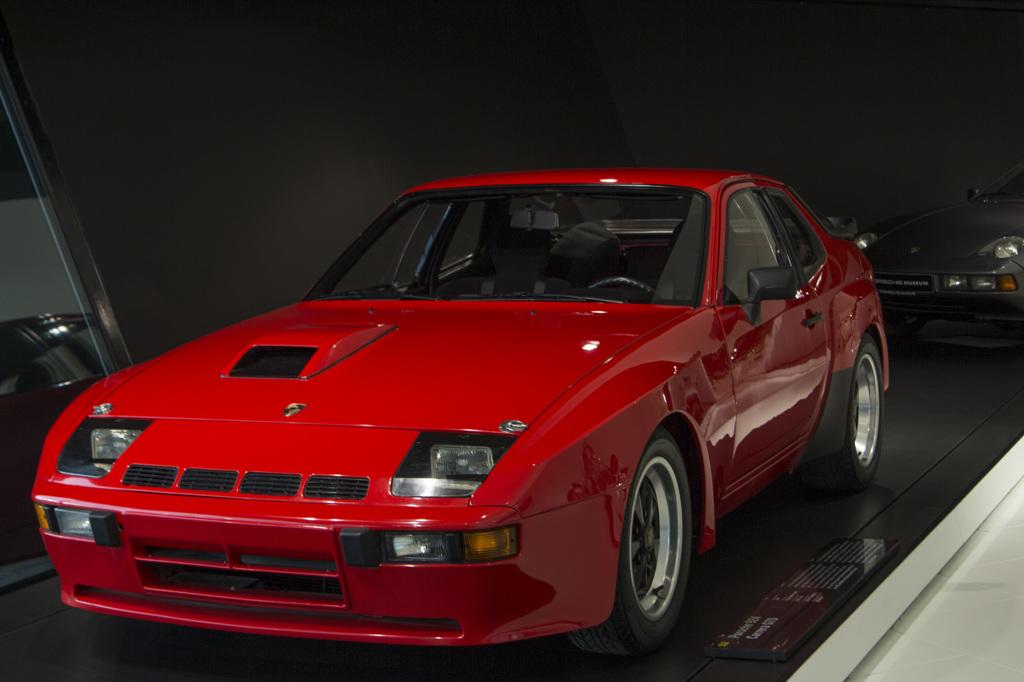 Porsche 924 Carrera GTS, 1