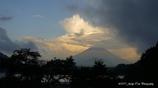 精進湖の子抱き富士