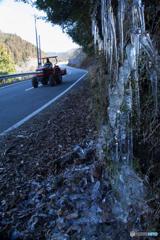 スーパーカーと氷柱
