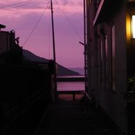 OLYMPUS E-M10で撮影した(路地裏からの唐津湾)の写真(画像)