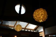 天窓と室内の灯り