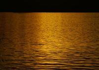 SONY DSLR-A100で撮影した(対岸の山に陽が落ちて)の写真(画像)