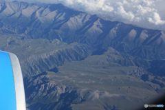 天山山脈を越えて テーブル状の大地