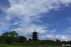 初秋の空と塔