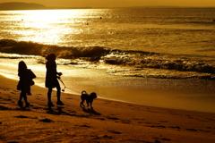 姉妹で犬のお散歩~朝の陽射しに包まれて~